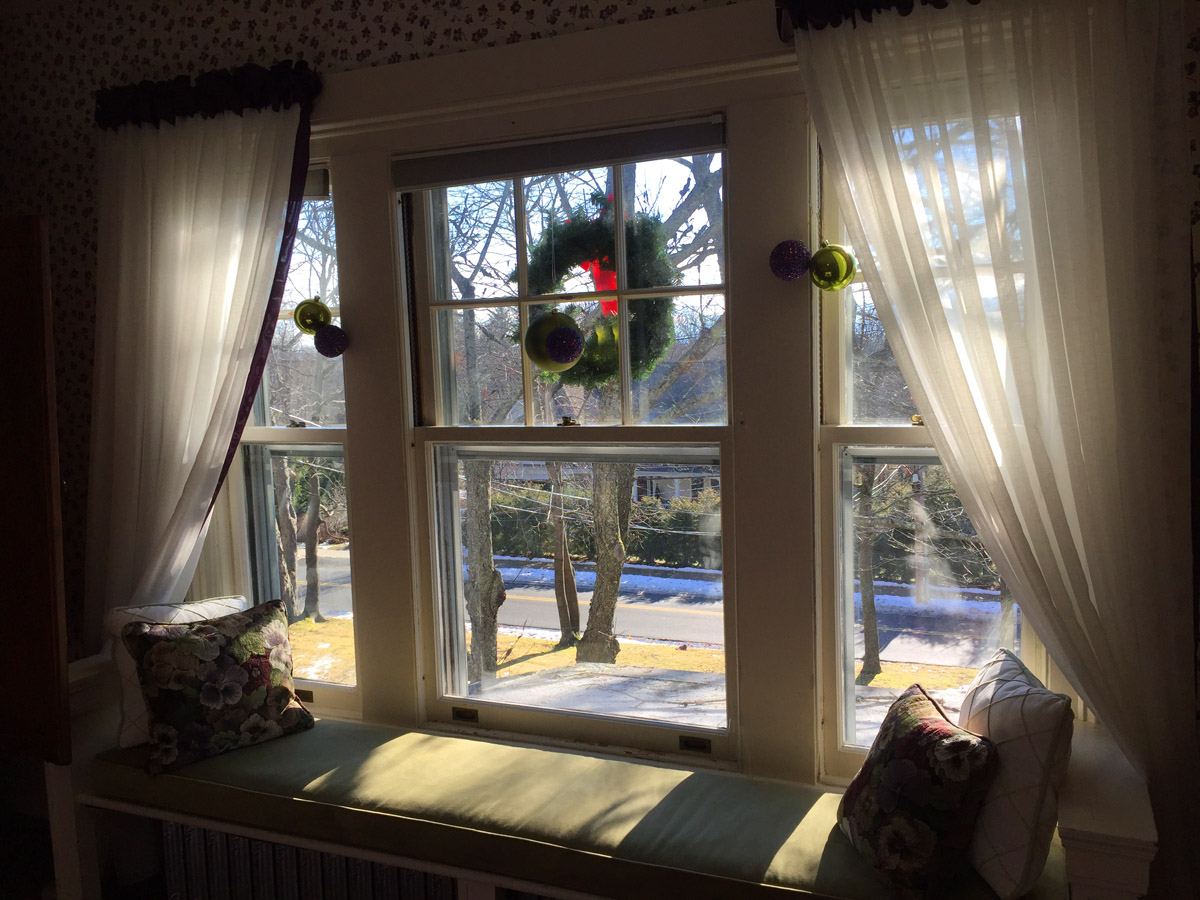 Bay window seat pop-up