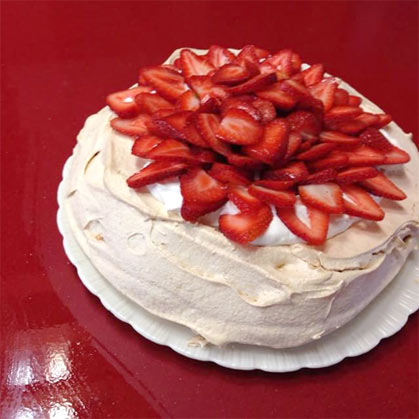 Pavlova serving suggestion